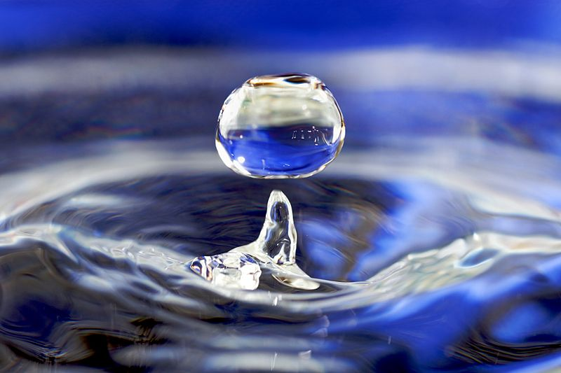 800px-water_drop_001.jpg