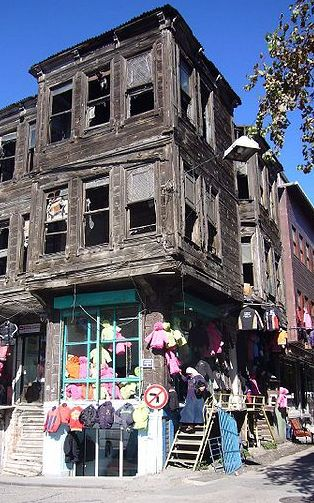 old_house_istanbul_vyrez.jpg